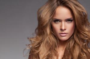 Belle coloration cheveux coiffeur pour femme