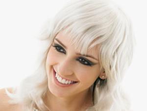 Mode pour femme : coloration cheveux en blanc