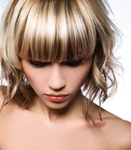 Mode pour femme : coloration cheveux ton sur ton