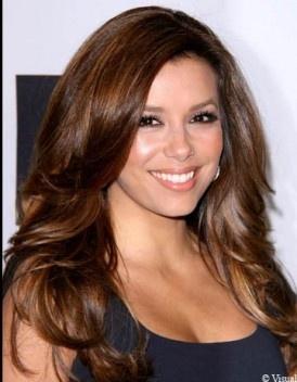 Mode pour femme coloration cheveux un brun glossy - Couleur cheveux brun ...