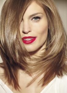 Belle coloration cheveux un brun glossy pour femme