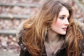 Belle coloration cheveux yeux gris pour femme