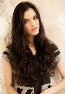 Belle couleur cheveux brun pour femme