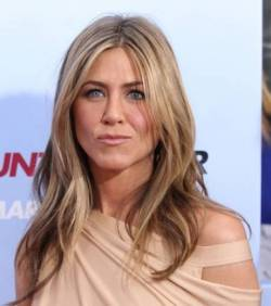 Jolie couleur cheveux jennifer aniston