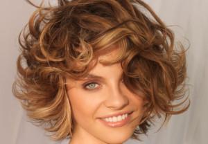 Belle couleur cheveux noisette pour femme