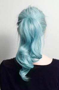 Modèle coloration cheveux bleu pastel