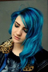 Belle coloration cheveux bleu pastel pour femme