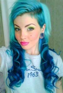 Jolie coloration cheveux bleu pastel