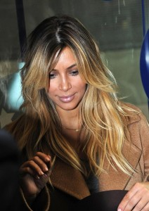 Jolie coloration cheveux kim kardashian