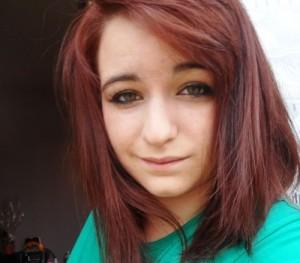 Belle coloration cheveux rouge acajou pour femme