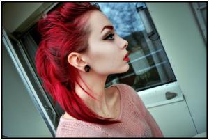Mode pour femme : coloration cheveux rouge cerise