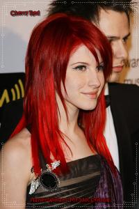 Jolie coloration cheveux rouge cerise