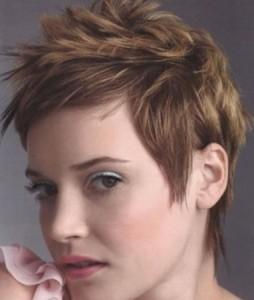 Quelle couleur cheveux courts