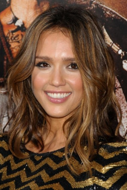 id e couleur cheveux jessica alba. Black Bedroom Furniture Sets. Home Design Ideas