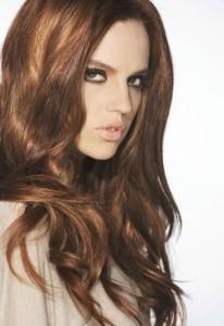 Belle couleur cheveux marron pour femme
