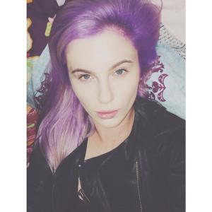 Belle couleur cheveux ultra violet pour femme