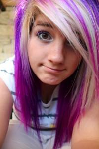 Mode pour femme : couleur cheveux violet