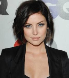 Mode pour femme : couleur cheveux yeux bleus peau claire