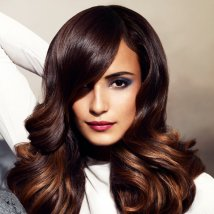 Mode pour femme : couleur cheveux yeux brun
