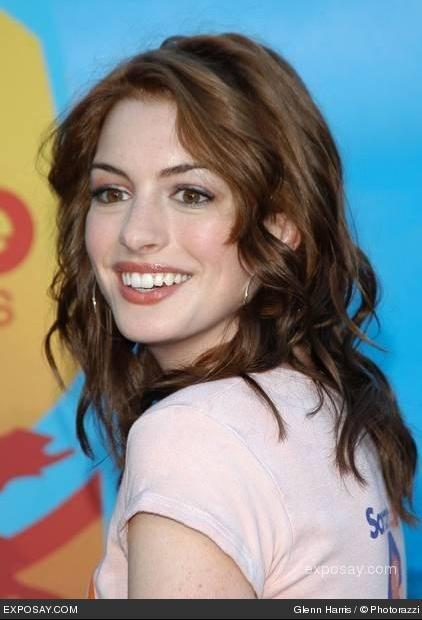 Idée couleur cheveux yeux marrons peau claire .
