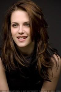 Belle couleur cheveux yeux marrons peau claire pour femme