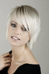 Mode pour femme : coloration cheveux blancs
