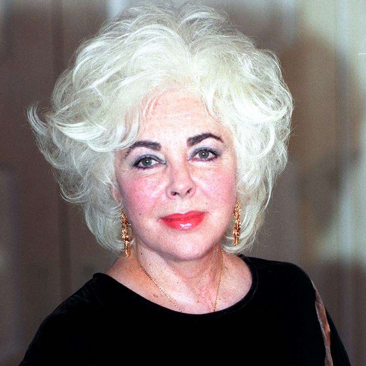 Femme cheveux blanc photo