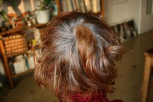 Tendance : coloration cheveux blancs henne