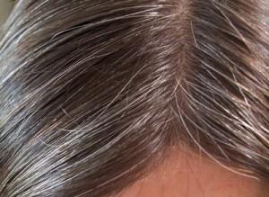 Belle coloration cheveux blancs henne pour femme