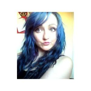 Modèle coloration cheveux bleu