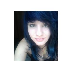 Belle coloration cheveux bleu pour femme