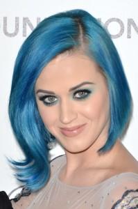 Jolie coloration cheveux bleu
