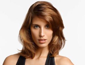 Belle coloration cheveux chatain clair pour femme