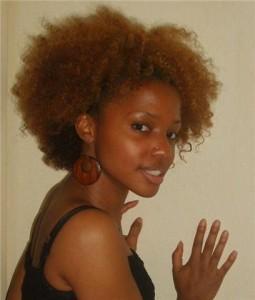 Mode pour femme : coloration cheveux crépus
