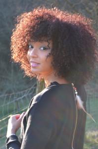 Tendance : coloration cheveux frisés