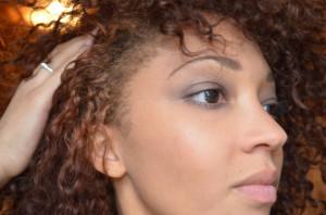 Belle coloration cheveux frisés pour femme