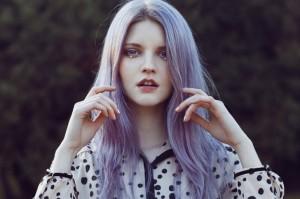 Belle coloration cheveux lilas pour femme