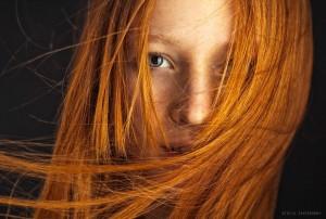 Mode pour femme : coloration cheveux orange fluo