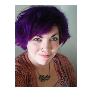 Mode pour femme : coloration cheveux violet