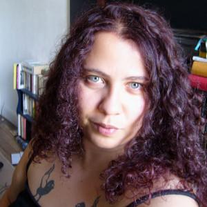 Belle coloration cheveux violine pour femme