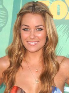 Mode pour femme : couleur cheveux blond miel