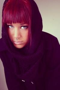 Exemple couleur cheveux violet rouge