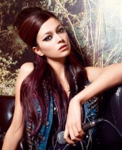 Mode pour femme : couleur cheveux violine