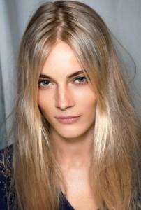 Mode pour femme : coloration cheveux du noir au blond