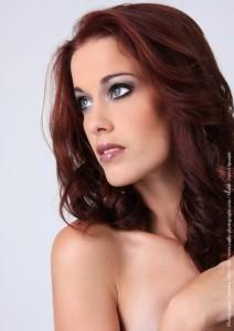 Mode pour femme : coloration cheveux yeux bleus