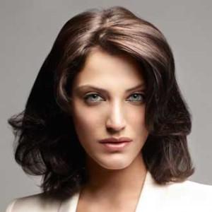 Jolie coloration cheveux yeux bruns