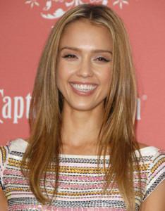 Mode pour femme : couleur cheveux blond caramel