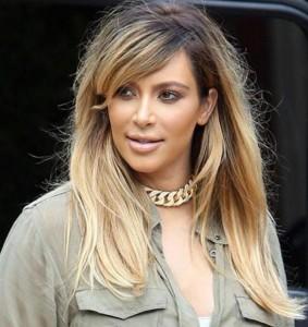Quelle couleur cheveux kim kardashian