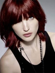 Belle couleur cheveux rouge foncé pour femme
