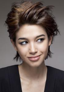 Mode pour femme : couleur cheveux uniforme
